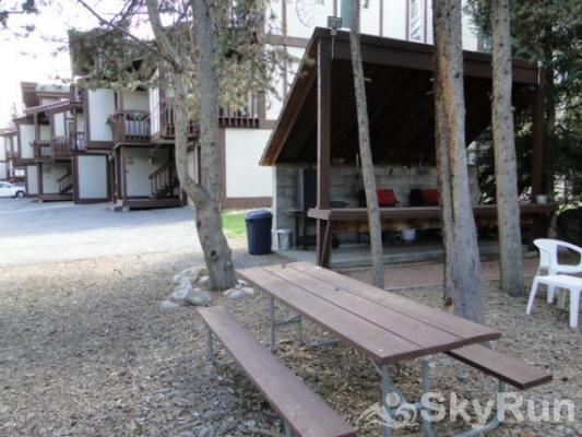 CC301 Cross Creek 2BR 2BA Outdoor BBQ & picnic area