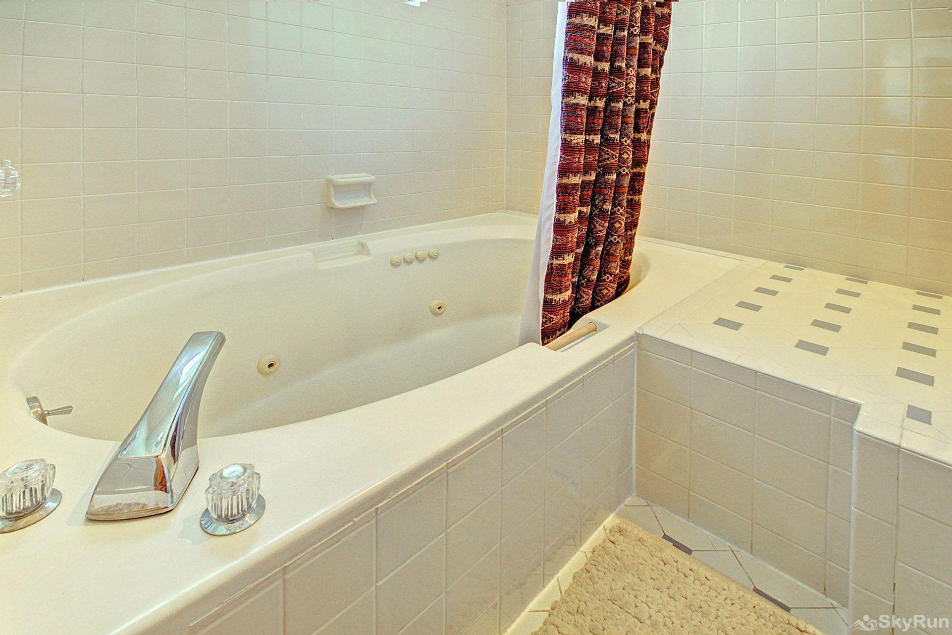 CC301 Cross Creek 2BR 2BA Jetted tub