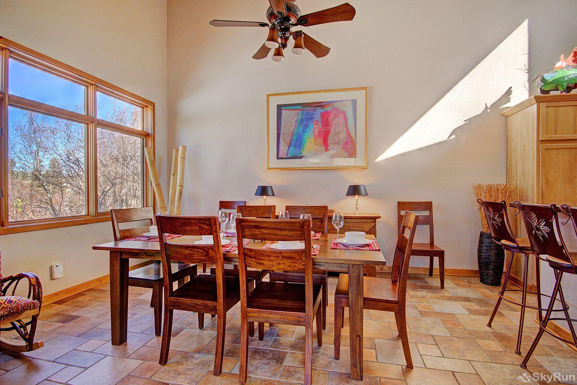 401 Creekside Townhome 2BR 3BA Beautiful Dining Area