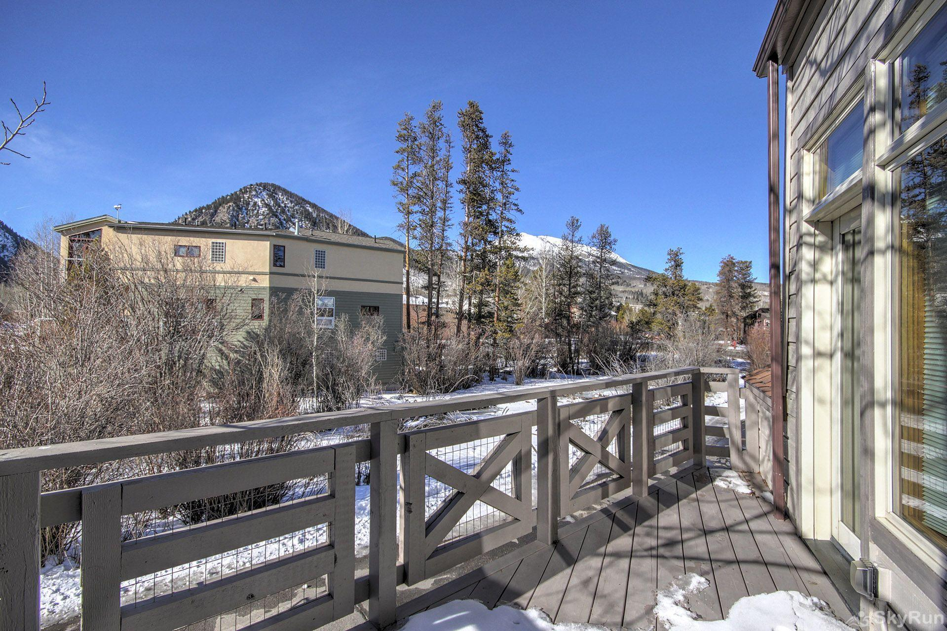 401 Creekside Townhome 2BR 3BA Winter Views from private deck