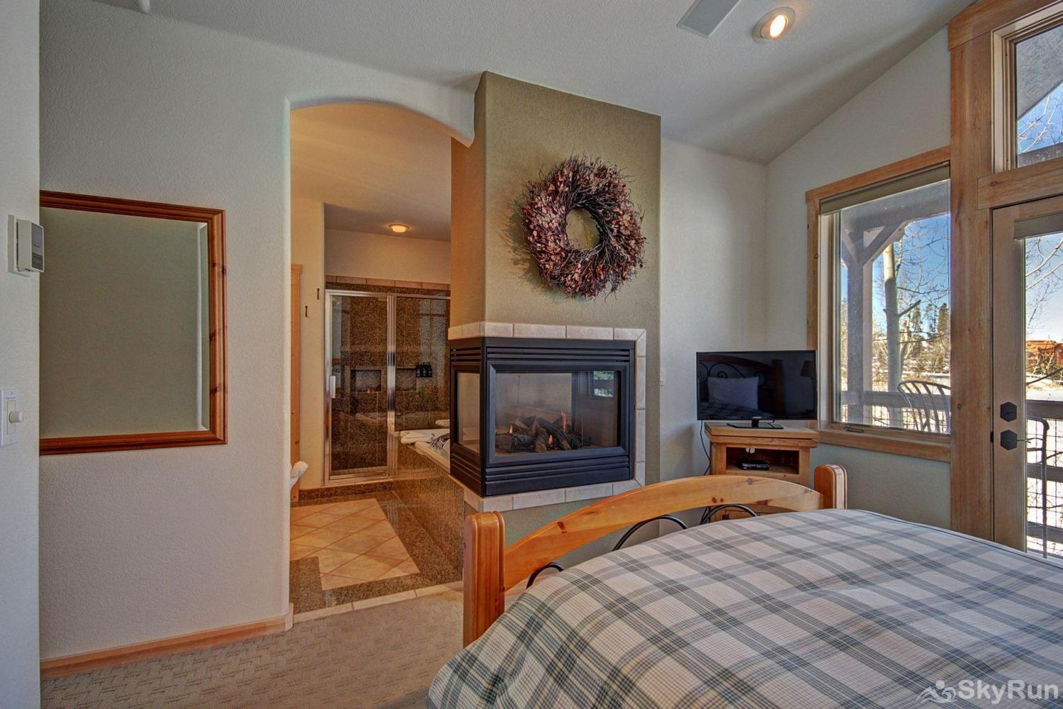 EN402 Ranch at Eagles Nest 3BR 4BA Master Suite with HD TV, gas fireplace