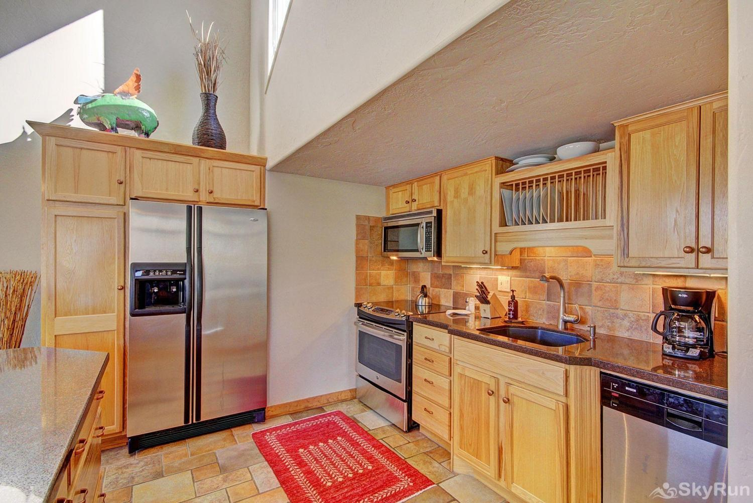 401 Creekside Townhome 2BR 3BA Gourmet Kitchen