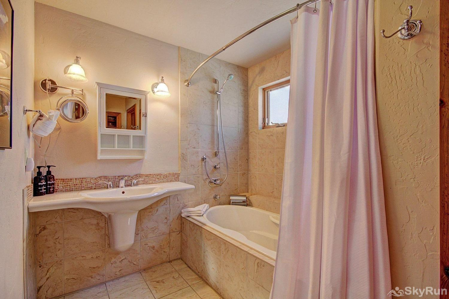 401 Creekside Townhome 2BR 3BA Master Suite 2 Private Bathroom